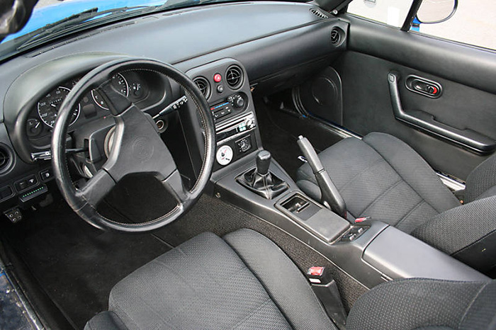1990_Mazda_MX5_interieur