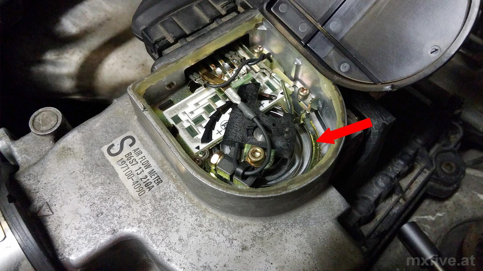 Mazda MX-5 Luftmengenmesser geöffnet