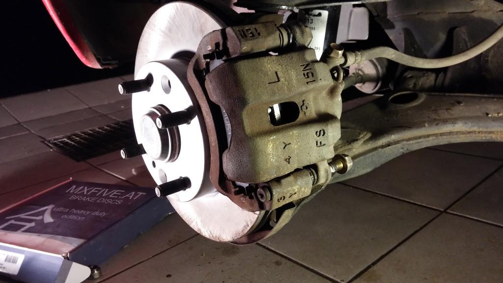 Mazda MX-5 Bremsscheibe und Sattel - Tausch